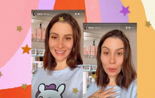 Print da tela dos stories da influenciadora Bianca Andrade, na montagem podemos ver Bianca com cabelo curto e usando moletom azul bebe, atrás de Bianca temos prateleiras com os produtos de sua linha para cabelos.