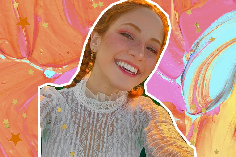 Colagem com selfie de Andressa Fontinele em fundo colorido, usando tranças e uma blusa branca com detalhes transparentes