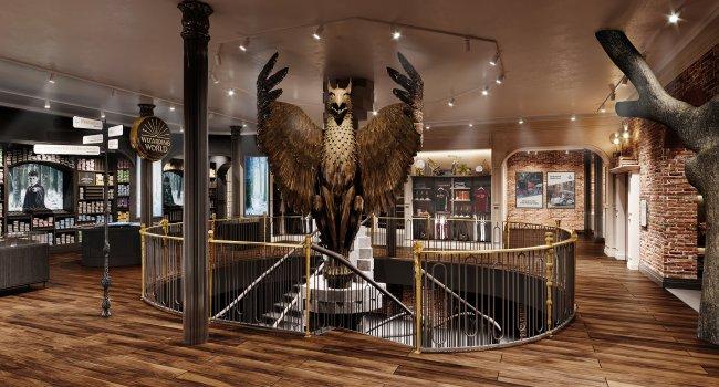 Imagem de loja temática de Harry Potter mostra estátua de fênix e escada