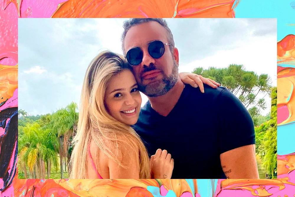 Viih Tube, participante do BBB21, posa ao lado do pai, Fabiano Moraes. Na foto, ela está à esquerda, virada de lado e olhando para a câmera, sorrindo, com o cabelo solto e uma das mãos abraçando o pai por trás. À direita, ele está com expressão facial séria, usando óculos de sol. A foto está em uma montagem com o fundo colorido de tintas em laranja, azul e amarelo.