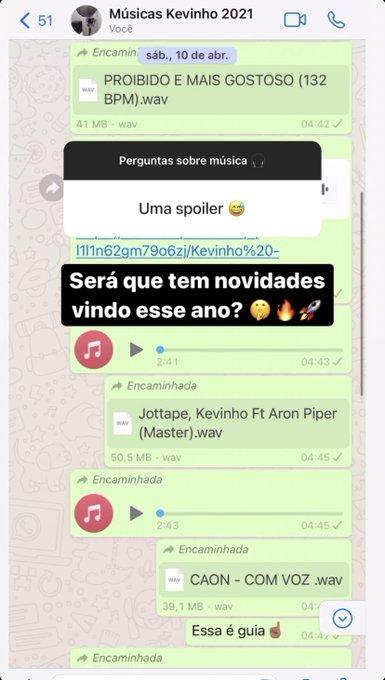 Print do Story de Kevinho; a tela mostra uma conversa de WhatsApp em um grupo com o nome