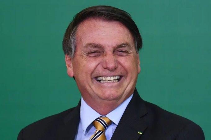 """Em meio a atos de impeachment e pandemia, Bolsonaro diz que é """"imbroxável"""""""