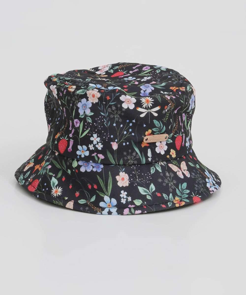 Chapéu bucket hat estampa floral da coleção da CAPRICHO com a MARISA