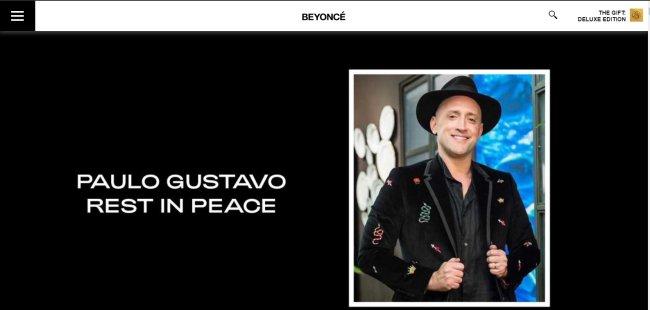 Captura da página inicial do site da cantora Beyoncé com a foto de Paulo Gustavo ao lado dos dizeres
