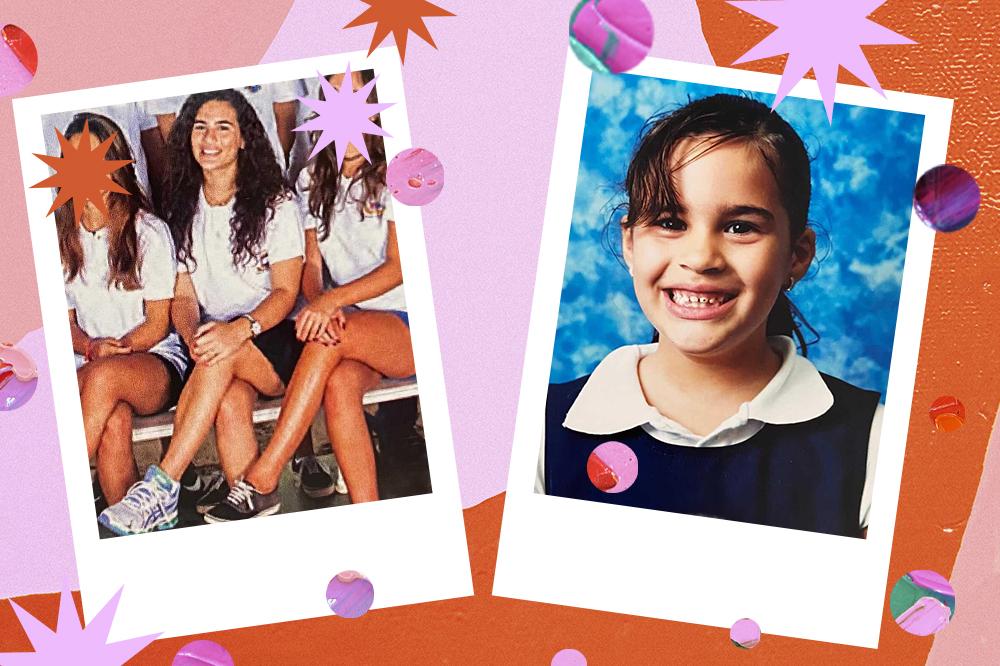 Montagem com duas fotos da Lívian Aragão usando uniforme escolar. À direita, está entre duas amigas, com camiseta branca, saia azul-marinho e tênis. À esquerda, ainda criança, está sorrindo, com um suéter azul-marinho por cima de camiseta branca.