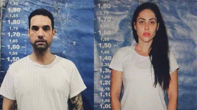 Montagem com fotos de Jairo e Monique feitas no ingresso ao sistema penitenciário. Ambos usam camisetas brancas e atrás está um fundo azul.