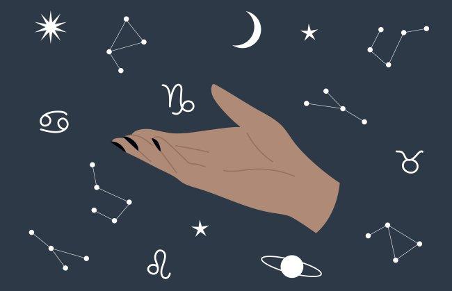 Ilustração de uma mão mostrando signos, planetas e constelações, que flutuam ao redor dela num fundo azul escuro