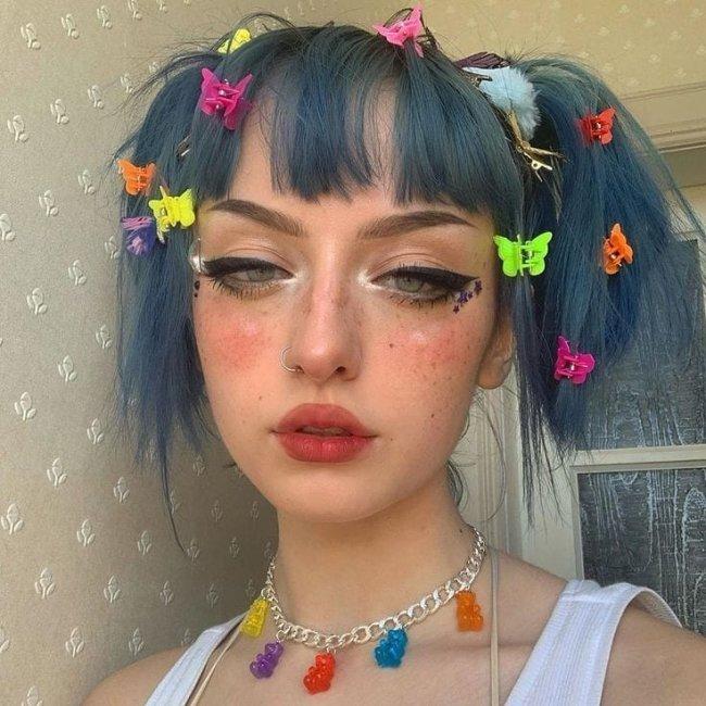 Inspiração de penteado com presilha borboleta