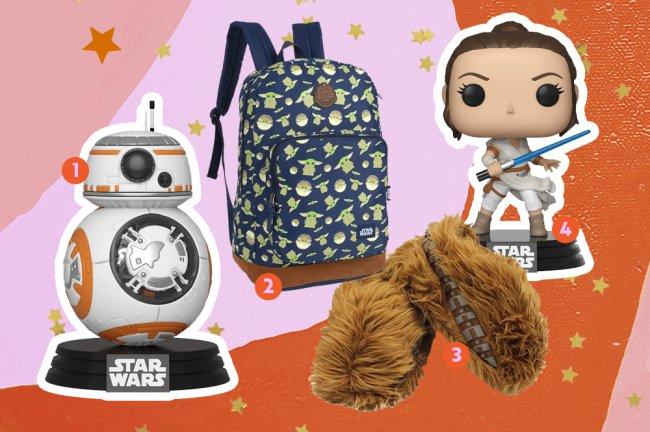 Produtos da saga Star Wars. Na imagem, vemos um funko do Bb-8, uma mochila do Yoda, pantufas do Chewbacca e um funko da Rey