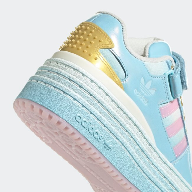 Tênis Adidas inspirado no castelo da Disney.