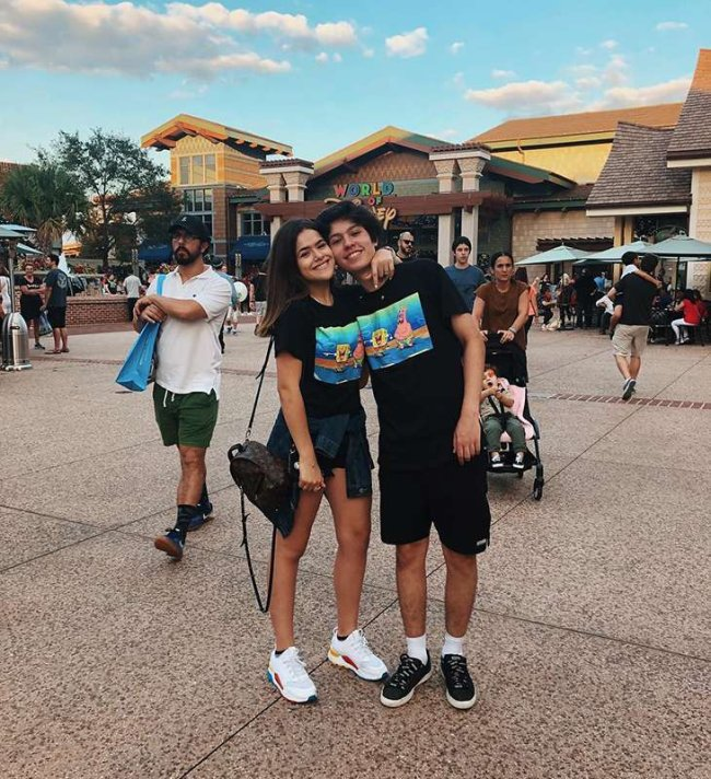 Look casal com a mesma camiseta