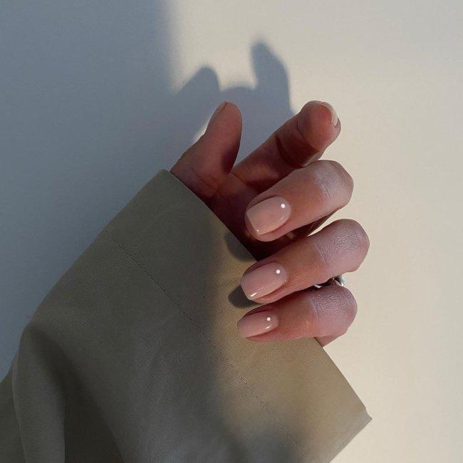 Inspiração de unha com nail art de bolinha