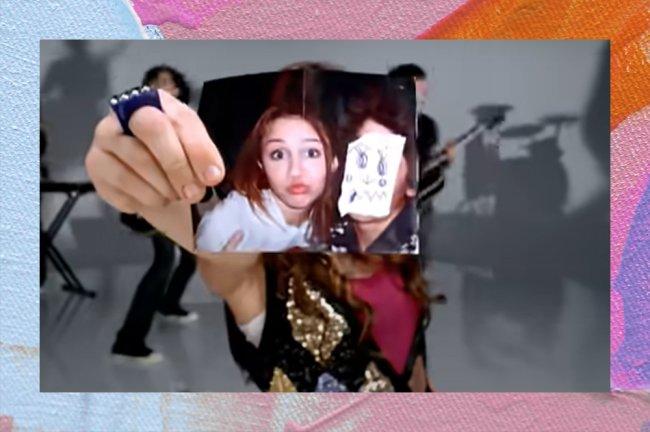 Trecho do clipe de 7 Things, da Mileys Cyrus, de 2008, em que ela mostra uma suposta foto dela com o Nick Jonas, com quem então namorava