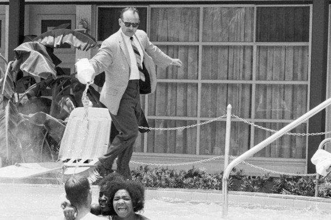 """O racismo internalizado que fez na natação um """"esporte de branco"""""""