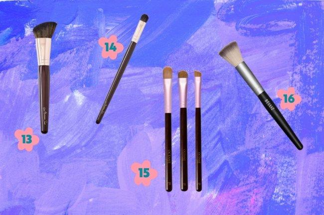 Montagem com a foto de diversos modelos de pincéis de maquiagem espalhados por ela com o fundo azul e roxo.