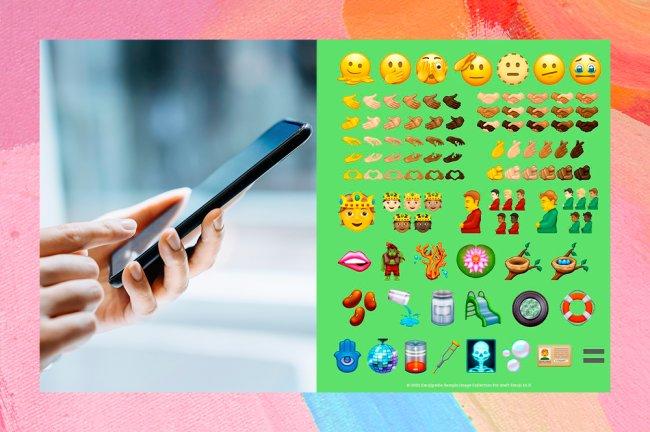 Colagem com foto de uma mão segurando um celular e imagem de novos emojis