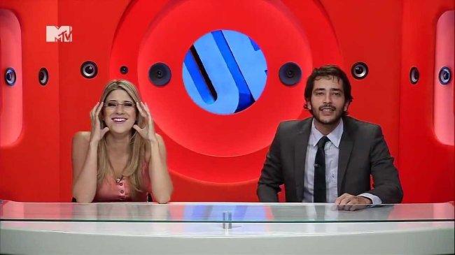 Dani Calabresa e Bento Ribeiro aparecem na bancada do programa humorístico Furo MTV