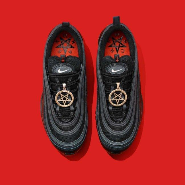 Foto do tênis preto Nike Air Max 97 Lil Nax X x MSCHF
