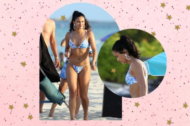Montagem com duas fotos da atriz Camila Mendes, na primeira ela está de pé e usando biquíni, na segunda o close é nos seus brincos.