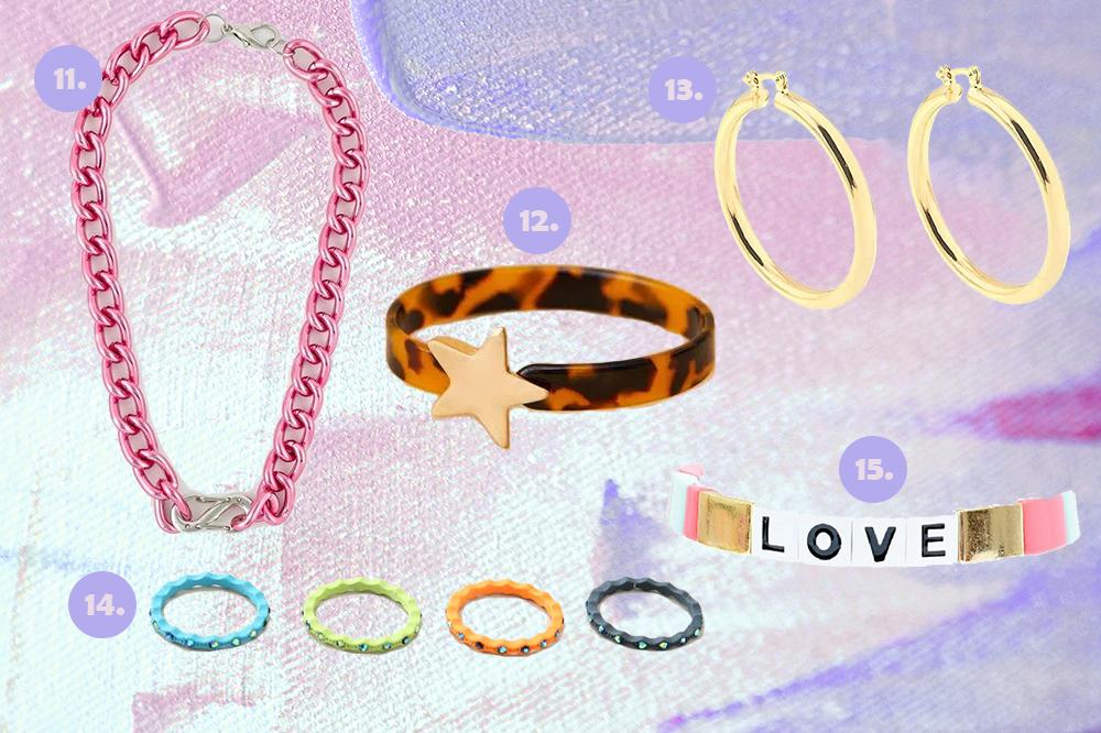 Montagem em fundo lilás e rosa com cinco opções de acessórios. Um colar de correntes rosa, um bracelete de estrela e animal print, uma argola dourada, um kit de anéis coloridos e uma pulseira de miçangas.