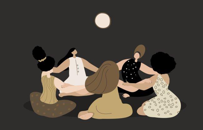 Ilustração de mulheres em roda, com as mãos dadas, sentadas no chão, energizando-se sobre a Lua Cheia