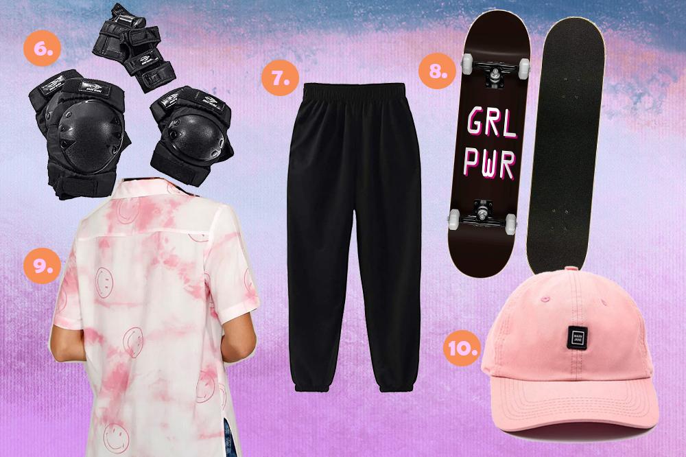 Montagem com produtos de skate em fundo em degradê com tons de azul, roxo e rosa. Um kit com joelheira, cotoveleira e proteção para o pulso, uma calça de moletom preta, um skate escrito Grl Pwr, uma camisa tie-dye rosa com carinhas felizes e um boné rosa claro.
