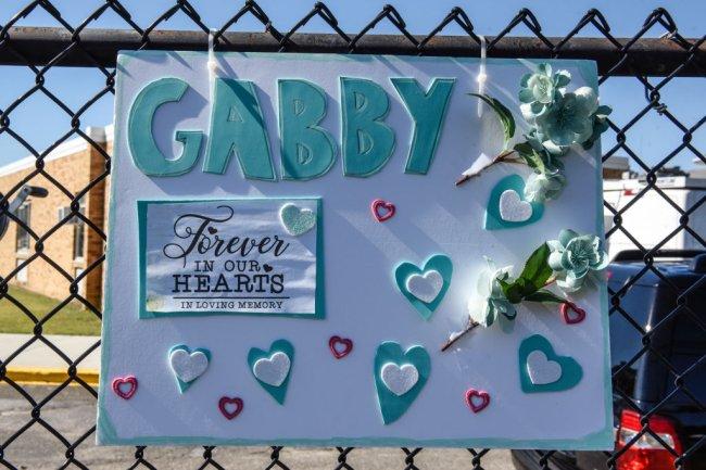 Cartaz em homenagem a Gabbie Petito, com os dizeres: