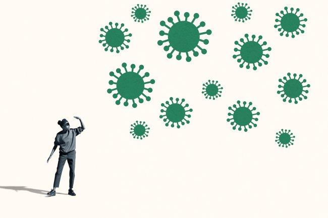 Ilustração de mulher com a mão esticada para o alto e cepas de vírus no ar
