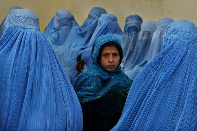 Talibã proíbe mulheres afegãs de praticarem esportes