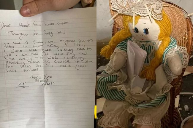 Foto de uma boneca ruiva encontrada escondida na parede de uma casa junto de um bilhete dizendo que ela havia matado os familiares daquela casa nos anos 60