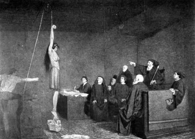 Desenho de uma mulher nua na parte de cima, pendurada em frente a um tribunal formado apenas por homens