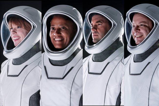 Fotos dos civis tripulantes da primeira missão orbital de turismo espacial