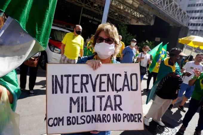 Por que dizem por aí que a democracia brasileira é considera frágil?
