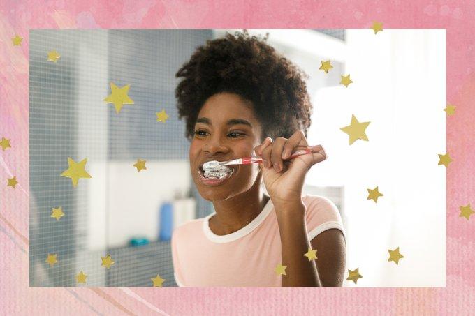 garota-escovando-dentes
