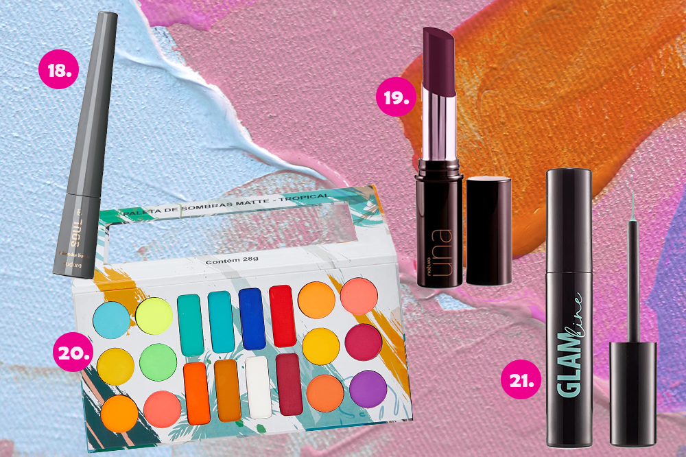 Montagem com quatro produtos de maquiagem em fundo colorido azul, rosa e laranja. Uma paleta de sombras, um batom roxo, um delineador bordô e um delineador verde.
